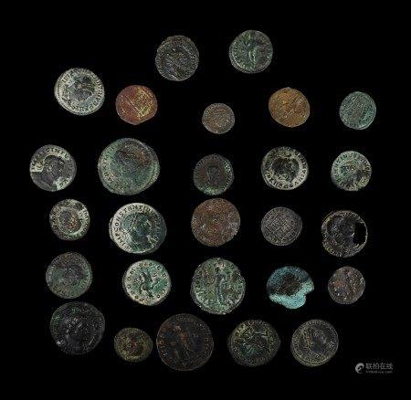 Vingt sept monnaies en bronze. Époque Romaine. Belle qualité.  - Provenance: [...]