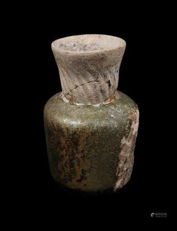 Verrerie irisée, Fin Époque Romaine ou époque Byzantine.  - Restaurations au col. [...]