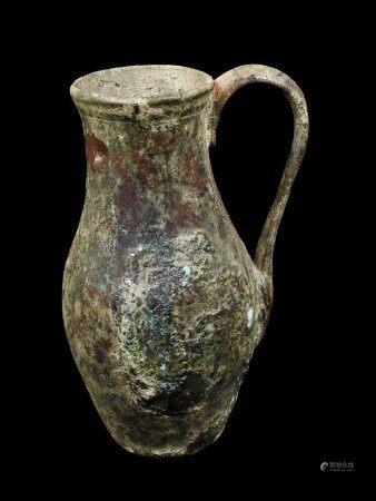Œnochoé en bronze.  - Patine fluviatile.  - H 17, 5 cm  - Époque Romaine. -  - [...]