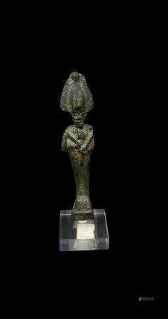 Dieu Osiris coiffé plumes d'autruche. Bronze.  - Basse Époque. H 14 cm avec le [...]