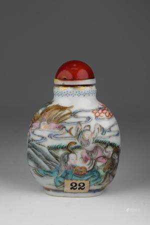 Fine Daoguang Period Famille Rose Snuff Bottle