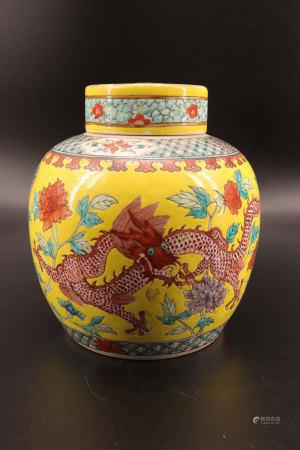 中国 - 黄色背景龙纹带盖花瓶