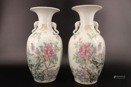 中国 - 带鸟纹和花卉纹的大象头状对瓶 19世纪末