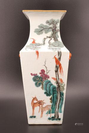中国 - 以猴子、鸟、鹌鹑、小鹿纹饰的方形花瓶 19世纪