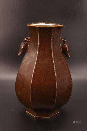中国 - 鹿头纹饰褐色单色花瓶 乾隆年制标记