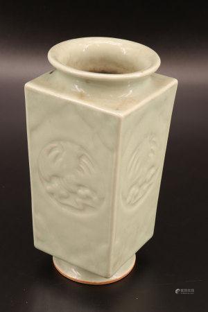 中国 - 四方青瓷花瓶