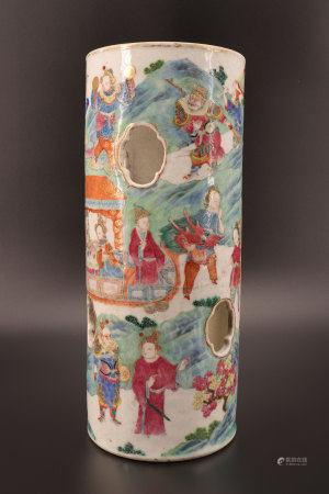中国 - 带人物纹、龙纹的石竹镂雕花瓶 19世纪