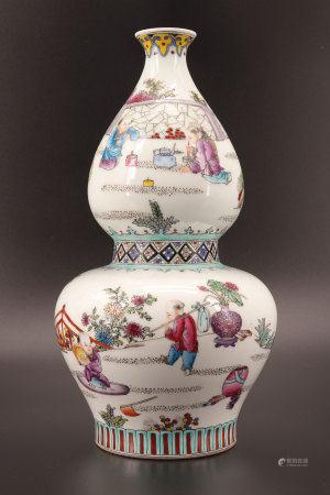 中国 - 儿童纹饰的双葫芦花瓶 乾隆时期货品 20世纪