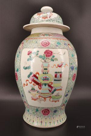 中国 - 家具纹饰的粉彩瓷大型带盖壶