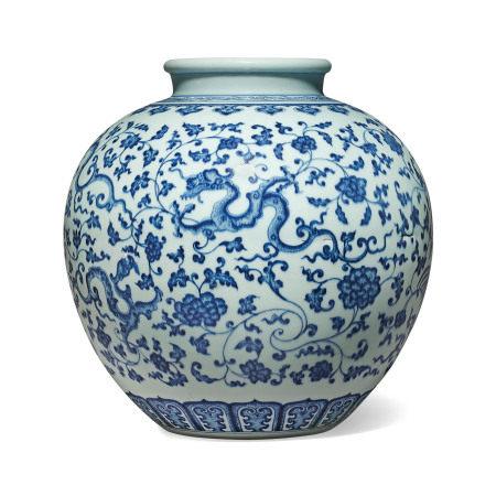 18TH CENTURY 清十八世纪 青花穿莲龙凤纹瓶