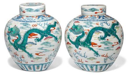 19TH CENTURY 清十九世纪 斗彩云龙戏珠纹盖罐一对