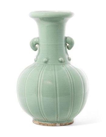 18TH CENTURY 清十八世纪 粉青釉双象耳瓶
