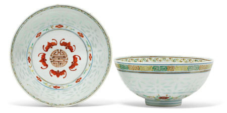 GUANGXU SIX-CHARACTER MARKS IN UNDERGLAZE BLUE AND OF THE PERIOD (1875-1908) 清光绪 粉彩福寿纹碗一对 六字楷书款