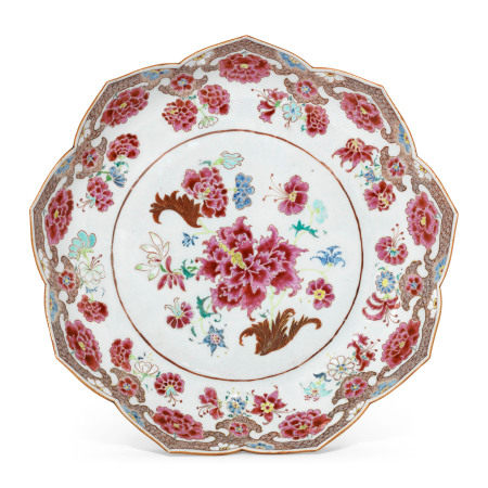 18TH CENTURY 清十八世纪 粉彩牡丹纹花口盘