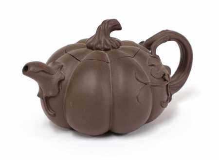 A Chinese Yixing zisha teapot,