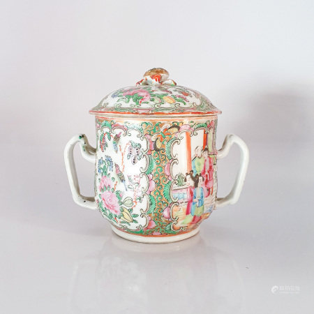 A CHINESE FAMILLE ROSE MANDARIN PATTERN SUGAR BOWL AND COVER, QING DYNASTY, EARLY 19TH CENTURY