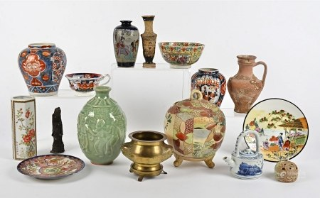 A quantity of Asian ceramics, to include two Japanese Imari vases, 12cm and 12.5cm, both with floral