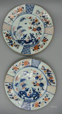 Pair of Chinese Imari dishes of two birds with decorative fr