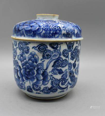18th century Chinese Blue and White U-Shape Bowl and cover