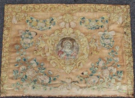 ANTEPENDIUM  - Soie brodée de laine et de soie d'une couronne entourant le buste du [...]