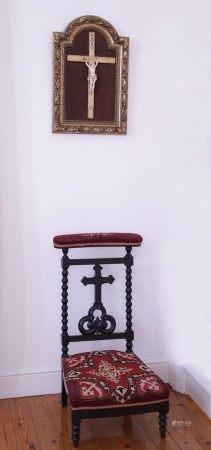 CRUCIFIX XIXème Siècle  - Ivoire sculpté Croix et encadrement de Style XVIIIème [...]