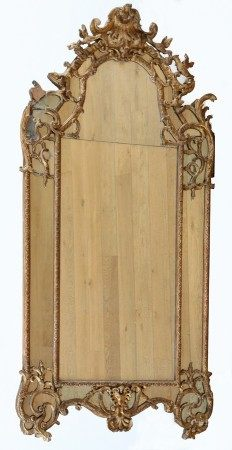 GRAND MIROIR A PARECLOSES Epoque Régence  - Bois sculpté et doré à décor de [...]