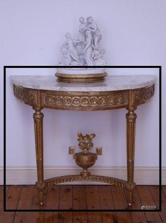 CONSOLE D'APPLIQUE DEMI LUNE Epoque Louis XVI  - Bois sculpté et redoré Décor de [...]