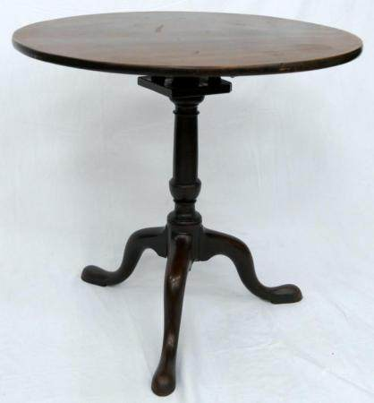 18TH CENTURY ENGLISH QUEEN ANNE TILT TOP TABLE
