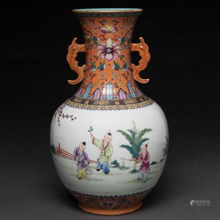 Jarrón en porcelana china época República. Trabajo Chino,Primera mitad del Siglo XX