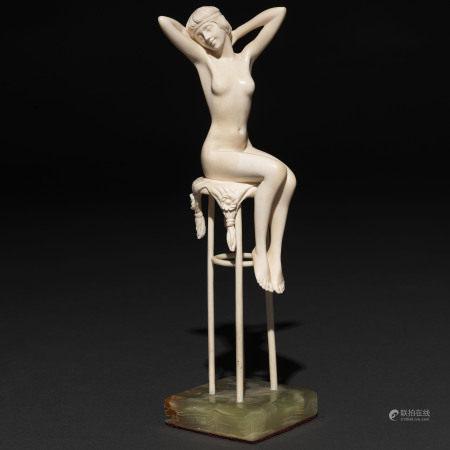 """Awakening"" Figura escultórica en marfil tallado. Siglo XX"