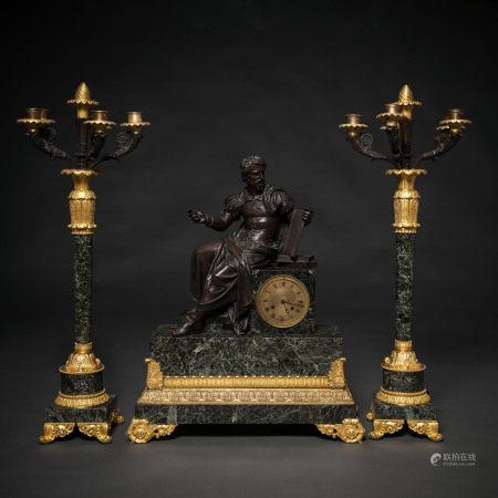 """"""" Alegoría de la Astrología"""" Reloj de sobremesa francés con guarnición de candelabros de cinco luces época restauración. Siglo XIX"""