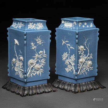 Pareja de jarrones romboidales en porcelana china azul y blanca. Trabajo Chino, Siglo XIX