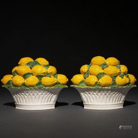 Pareja de centros de limones en porcelana Italiana de Vassano.