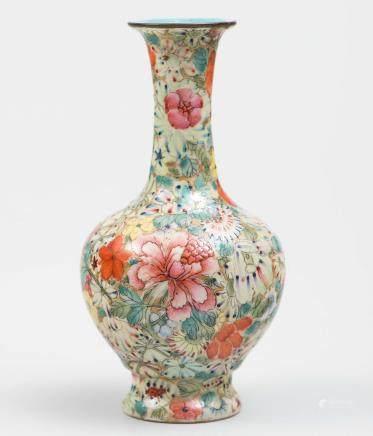 Jarrón chino Mil Flores en porcelana. Trabajo Chino,  Primera mitad del siglo XX.
