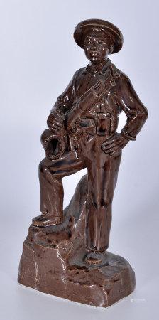 海島民兵 醬釉瓷塑