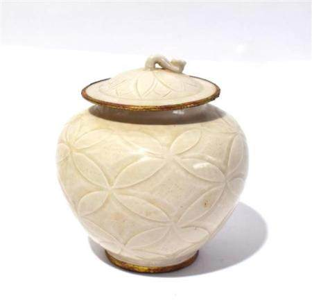 A Dingyao Jar with Ivory Toned Glaze, the Cover in the Form