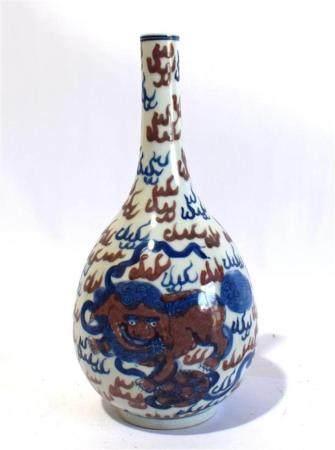 A Chinese Porcelain Underglazed Blue Bottle Shaped Vase pain