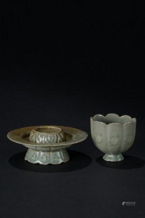 高麗青瓷花卉紋花口杯 盞托 二件
