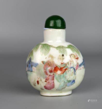 A Chinese Famille Rose Snuff Bottle Painted with Figures, Da