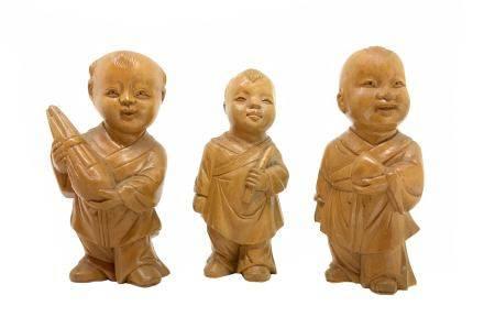 Maple wood sculptures of three Chinese children , China, eighteenth century. H 8 cm.