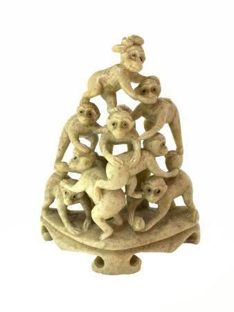 Chinese stone statuette in soapstone, pyramid of eight monkeys, China, nineteenth century. H 10 cm