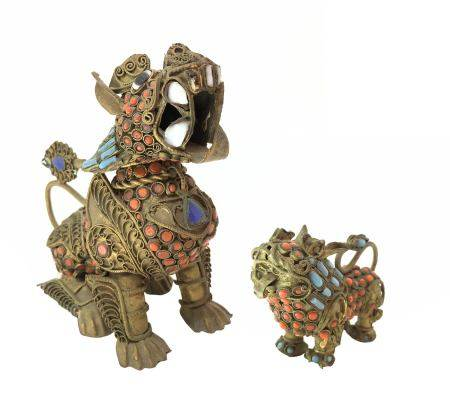 Pair of chinese brass Pho / Fo / Foo Dog with coral, turquoise and lapislazuli details, China,