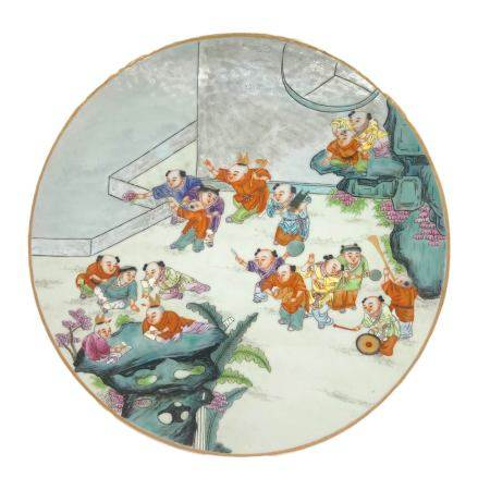 Ancient chinese circular plaque porcelain famille rose enamels, decorated with children in play.