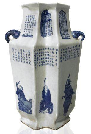 Important chinese porcelain vase with articulated profile rhomboidal section. Two-handled. Blue /