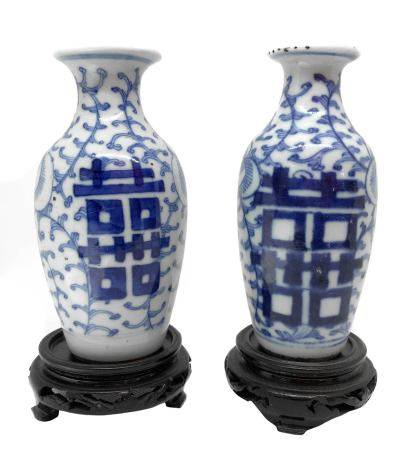 Pair of porcelain vases, China (Manchuria), XVII century. Wax seal on one of the vases. H cm 13.