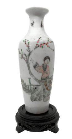 Jar of Chinese porcelain Qing Dynasty (1650-1750), with three ancient scriptures: the first on the