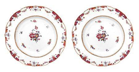 Pair of porcelain plates, rose family, China, seventeenth century. Decorated in the center and on