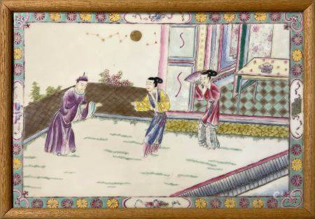 Porcelain chinese plate depicting an internal court scene. The decoration cured in many details is