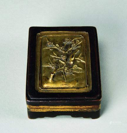 清代(1644~1911) 铜鎏金喜上眉梢纹长方盖盒