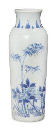A Chinese porcelain 'Hatcher Cargo' sleeve vase, 17th century, painted in underglaze blue with a